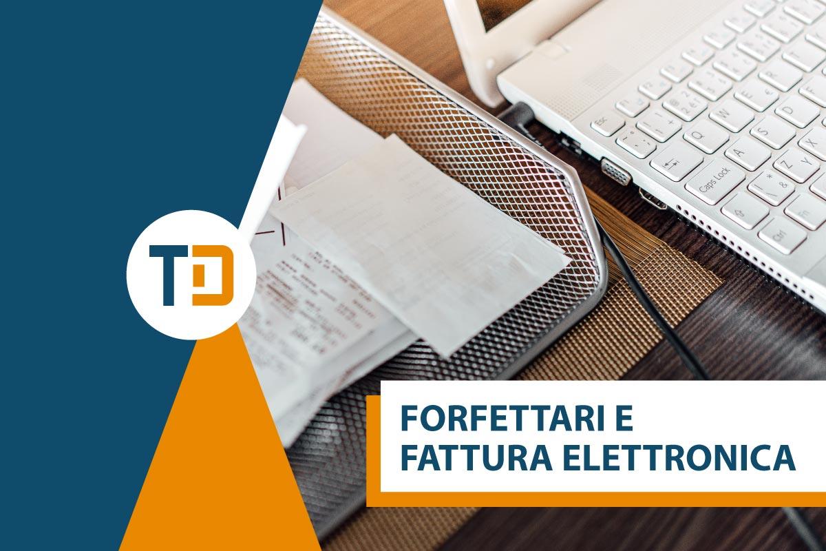 forfettari e fattura elettronica tavolo computer